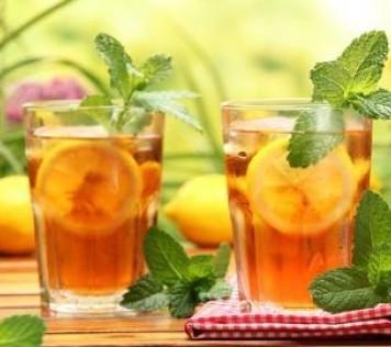 Επτά αναζωογονητικά βότανα που πρέπει να πίνετε το καλοκαίρι