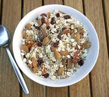Πρωινό ενέργειας με βρώμη, goji berry, μυρτίλα, μούρα και ξηρούς καρπούς!!