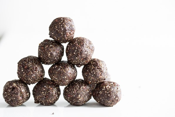 Chocolate energy bites with Chia