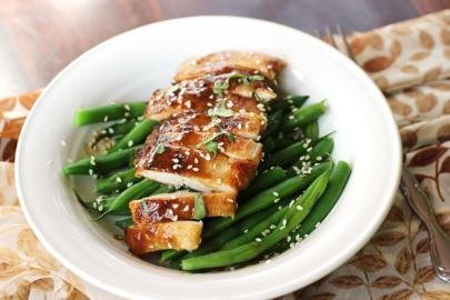 Chicken fillet with vegetables and ginger