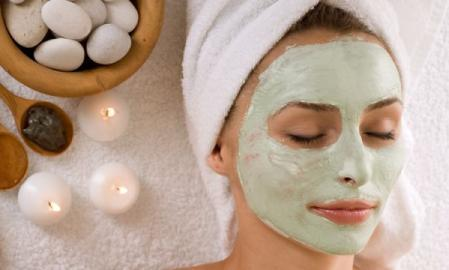 Face masks with green clay for detoxification and firming